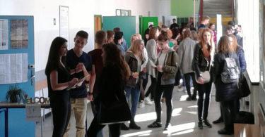 na-szkolnym-korytarzu